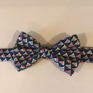 Vineyard vines bow tie blue with sail flags